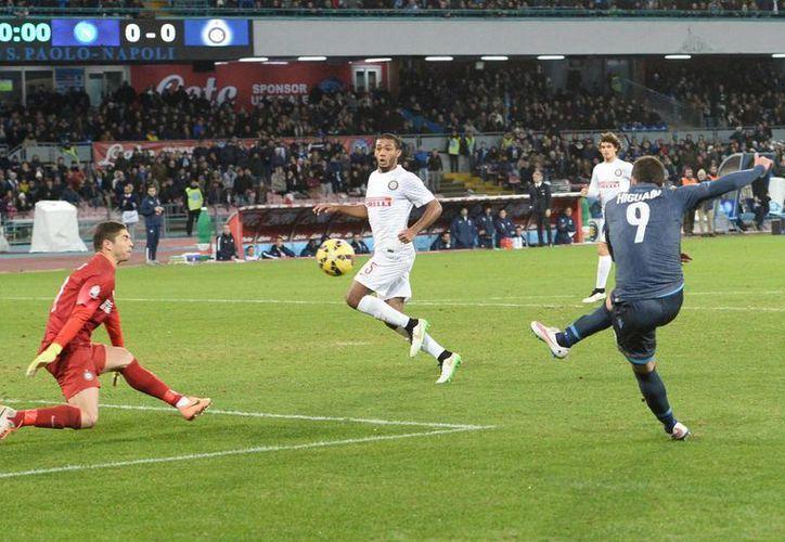 Con un gol en los descuentos, Gonzalo Higuaín marcó el gol del triunfo para Napoli en cuartos de final de la Copa de Italia. (Foto: AP)