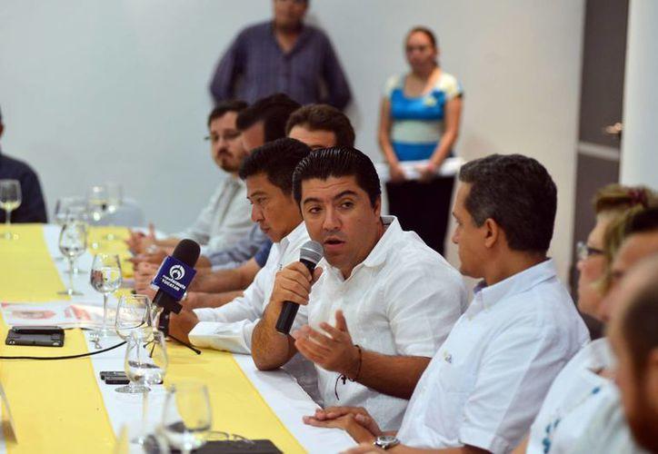 Promotores de vivienda dieron a conocer un programa a favor de los trabajadores que necesiten adquirir casa. (Luis Pérez/SIPSE)