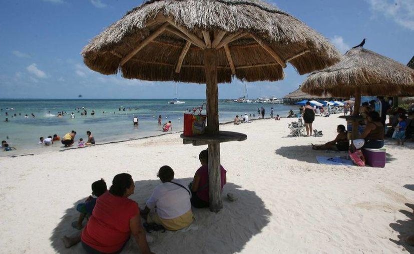 Algunas playas de Cancún se mantiene con vigilancia permanente. (Archivo/SIPSE)