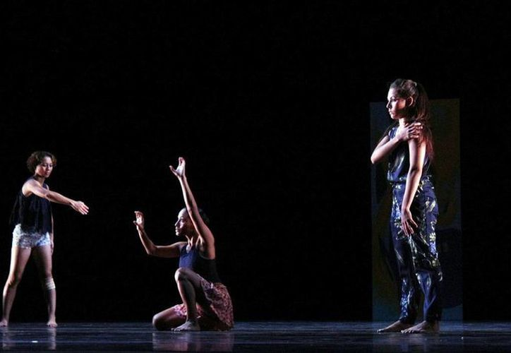 Quienes lo deseen pueden apreciar un espectáculo gratuito del Ballet Folclórico Estado 'Alfredo Cortés Aguilar' en su 45 aniversario, este sábado por la noche. (SIPSE)