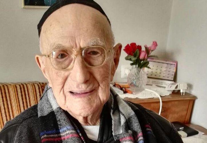 Yisrael Kristal, el hombre más viejo del mundo y superviviente del Holocausto, murió este en Israel a los 113 años. (AFP).