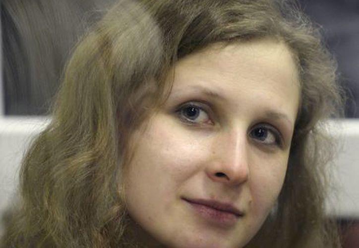Durante una semana entera María Alyokhina, de 24 años, solo ha consumido agua. (Agencias)