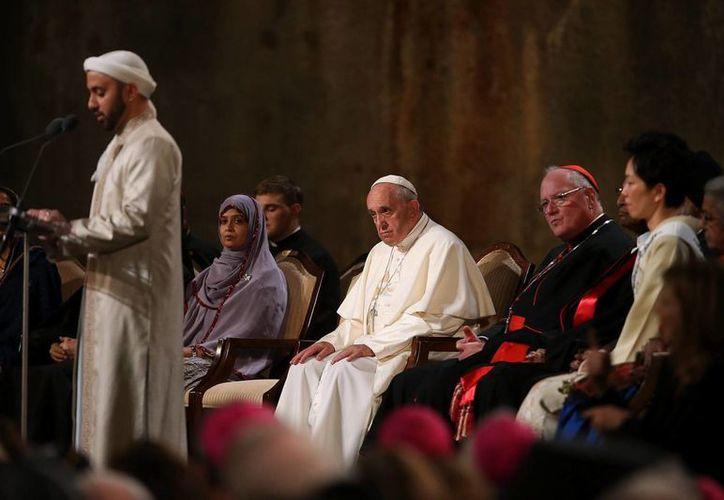 El papa Francisco rezó junto con líderes de otras religiones en la llamada 'zona cero' de Nueva York. (EFE)
