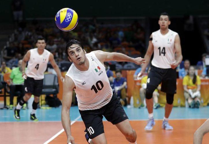 Luego de 48 años de ausencia en Juegos Olímpicos, la selección mexicana de Voleibol de sala quedó eliminada tras perder todos su partidos.(Jeff Roberson/AP)