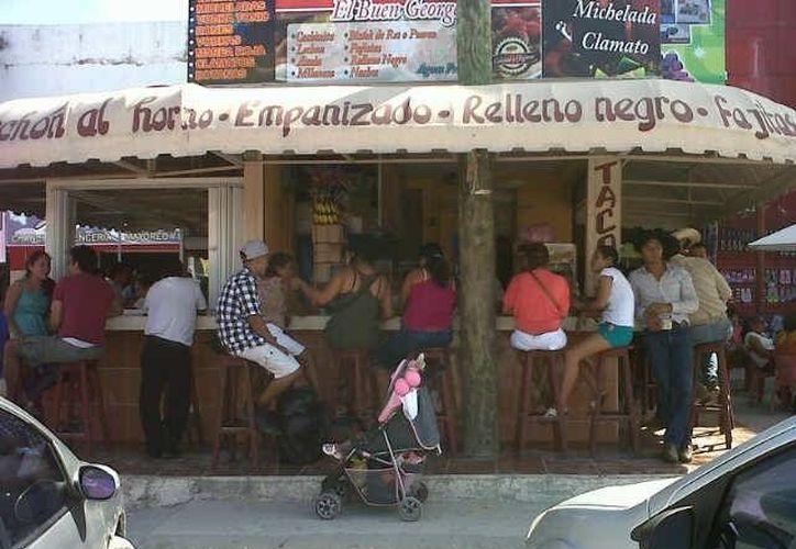 El arribo de chetumaleños al paraíso fiscal centroamericano inició a las 15:00 horas. Cerrarán a las diez de la noche. (Juan Palma/SIPSE)