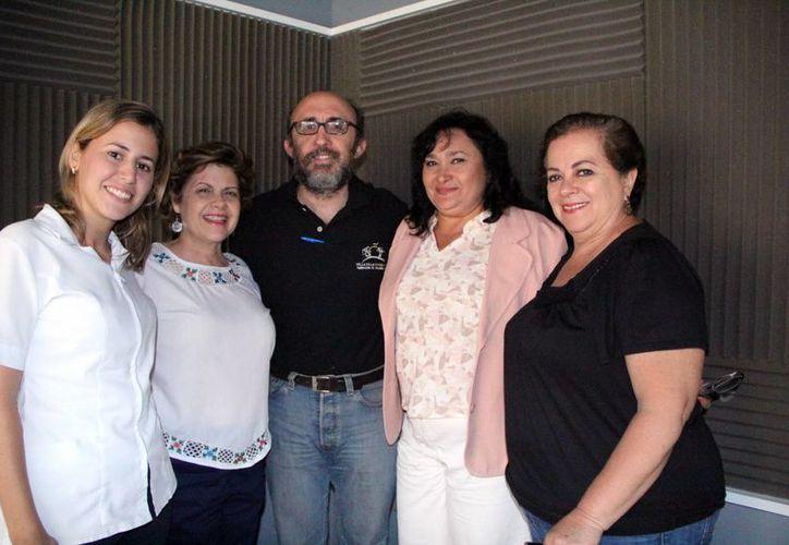 Invitados y conductores al programa Salvemos una vida.    (José Acosta/Milenio Novedades)