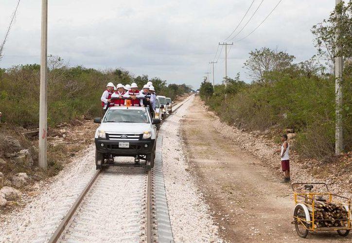 Funcionarios hicieron un recorrido por el tramo rehabilitado, que va de Valladolid a Dzitás. (SIPSE)