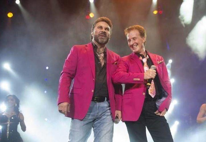 """El """"Two'r Amigos"""" trae por primera vez a Cancún a dos de los mejores cantantes pop en español, Emmanuel y Mijares. (Foto de Contexto/Internet)"""