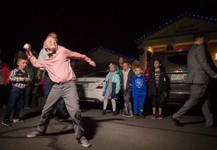 Dane Best logró que se eliminara la ley que impedía a los niños jugar a lanzar bolas de nieve, en Colorado, Estados Unidos. (AP)