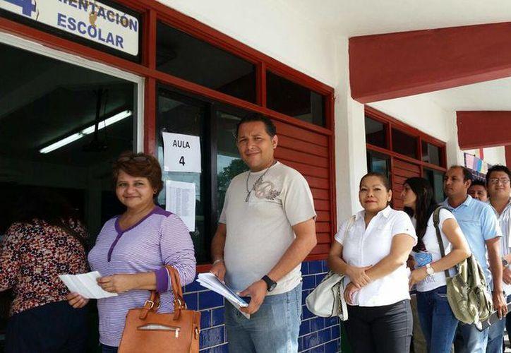 Los aspirantes a supervisores y capacitadores electorales fueron evaluados este sábado. (Ángel Castilla/SIPSE)