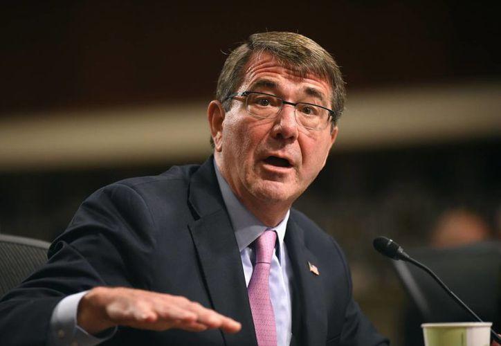 Ashton Carter, titular de la Defensa de EU, dijo que el Ejército de su país actuará contra el Estado Islámico en territorio de Siria e Irak. (AP)