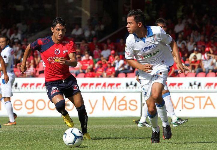 Ángel Reyna (izq) salió con la pólvora mojada y Veracruz se fue en blanco. (Agencias)