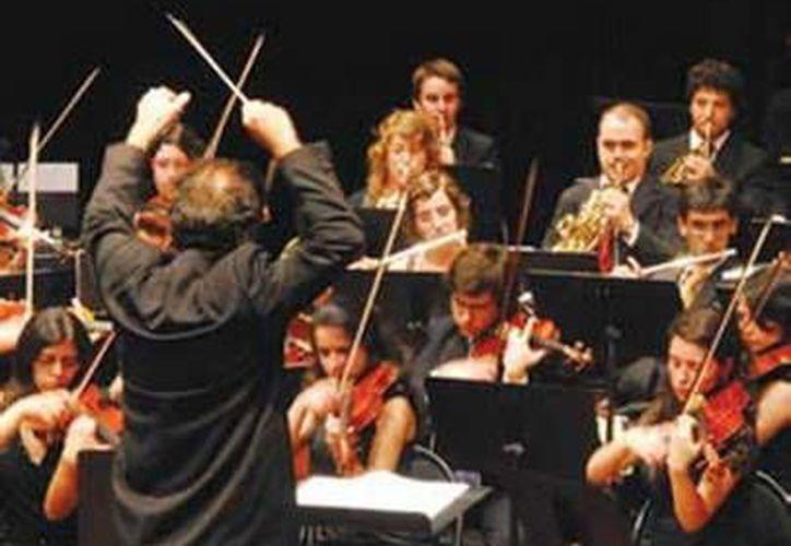 Ante un lleno completo, la OSY ofreció un concierto cargado de sentimiento nacionalista. (yucatan.gob.mx)