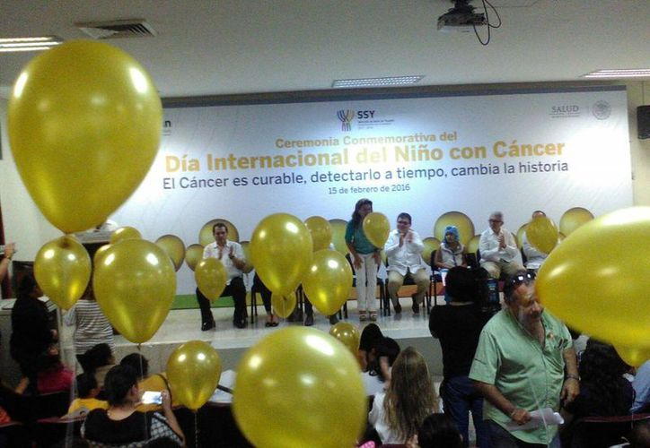 """La ceremonia conmemorativa por el Día internacional del cáncer Infantil, se realizó en el Auditorio del Hospital general """"Dr. Agustín O' Horán"""". (José Salazar/SIPSE)"""