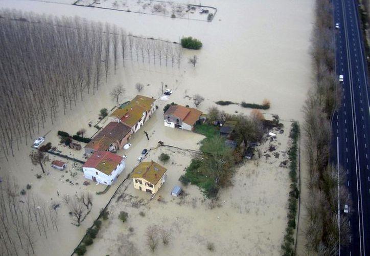 Más de mil personas fueron desalojadas este martes de la localidad de Brescello. (Twitter)
