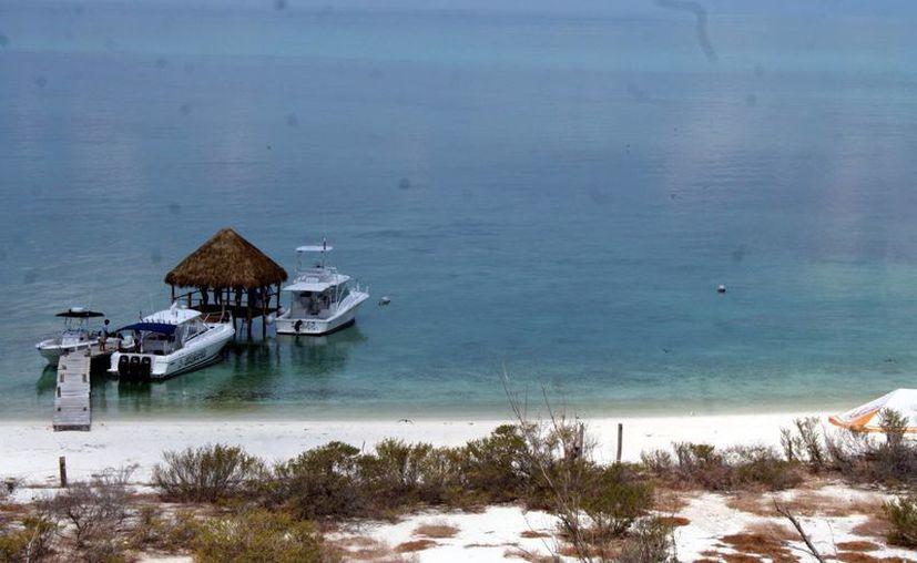 Las personas que pretendan usar el área del arrecife Alacranes deberán de tener permiso. (SIPSE)