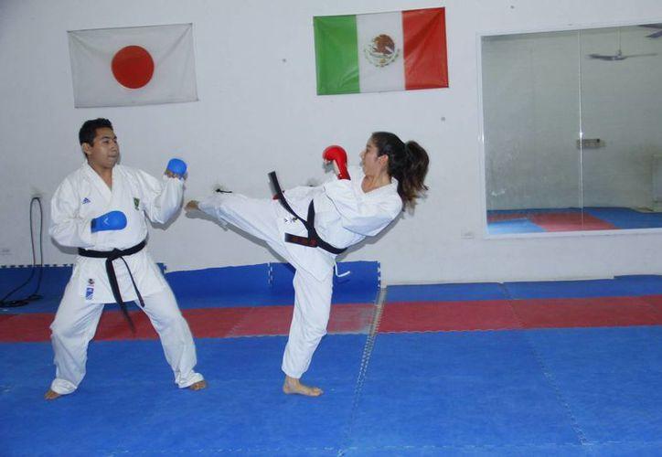 Karen Valladares practica el karate desde hace 8 años. (Juan Albornoz/SIPSE)