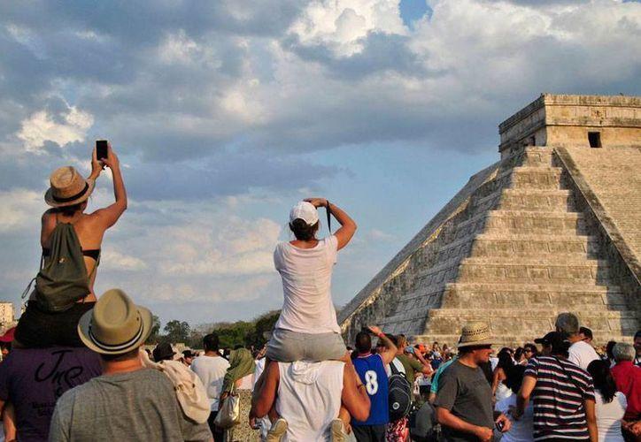 Chichén Itzá registró incremento en el número de visitantes de 27.5 por ciento en comparación con el año pasado, lo que también se reflejó en la ocupación hotelera. (Archivo/Milenio Novedades)