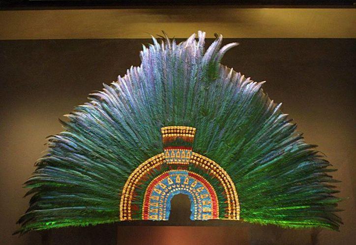 No se sabe con certeza cómo llegó el penacho de Moctezuma a Viena, Austria. (reporterodelahistoria.com)