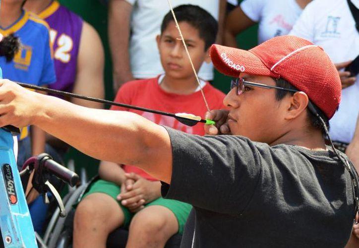 El tiro con arco es una de las cinco disciplinas que se imparten en las escuelas recién inauguradas. (Rafael Acevedo/SIPSE)