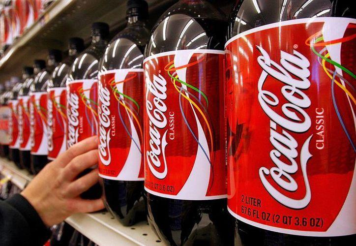 La tendencia de Coca-Cola y Pepsi ha sido vender sus bebidas en envases cada vez más grandes. (Archivo/AP)