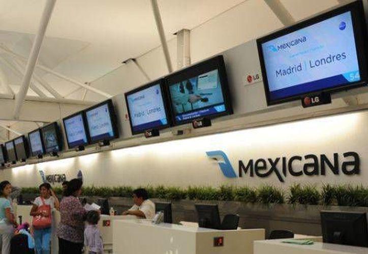 Los clientes (consumidores) de Mexicana de Aviación a quienes les adeudan reembolso por boletos o servicios están como segundos beneficiarios, después de los trabajadores. (Archivo)