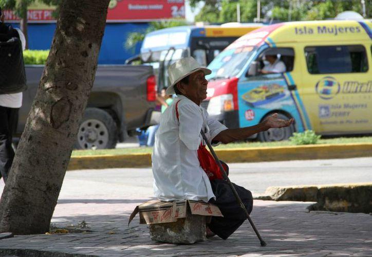 Quien vive pobreza extrema está por debajo del bienestar mínimo y no puede adquirir alimentos lo suficientemente nutritivos. (Tomás Álvarez/SIPSE)