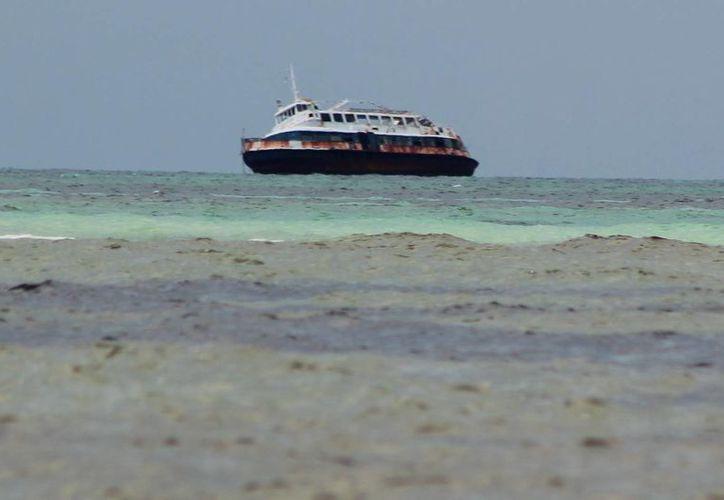 Los responsables de la embarcación no se han hecho responsables del navío. (Julián Miranda/SIPSE)