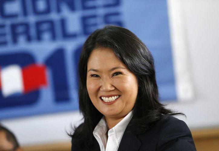 Keiko Fujimori, candidata presidencial de Fuerza Popular, votó en un colegio del distrito limeño de Surco, en Perú. (AP)