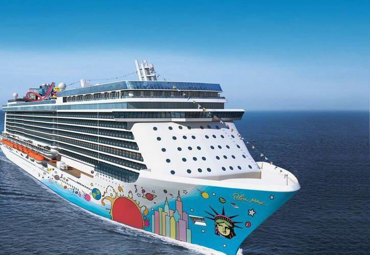 """Imagen del crucero """"Norwegian Breakaway"""", que tiene capacidad para cuatro mil pasajeros, según el sitio web de la empresa naviera. (www.cruisemates.com)"""