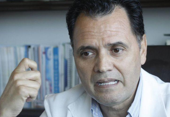 El ginecólogo obstetra, experto en esterilidad, Baltazar Díaz Díaz, explicó que la galactorrea está relacionada con los tumores cerebrales. (Sergio Orozco/SIPSE)