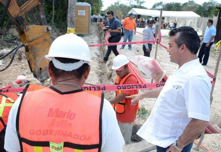 La construcción de la red de agua potable tiene una inversión de cuatro millones 868 mil 149 pesos. (Redacción/SIPSE)