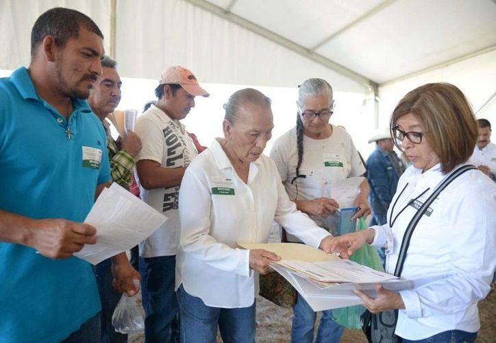 En Tamaulipas el jefe del Ejecutivo encabezó la entrega de escrituras del programa 'Papelito habla', que beneficia a unas tres mil personas. (Presidencia)