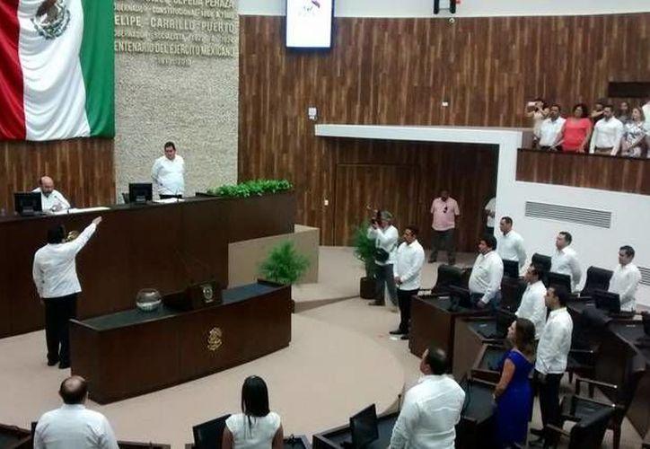 Los nuevos integrantes del Congreso de Yucatán rindieron protesta este lunes y convocaron a su primera sesión de pleno. (Twitter.com/@CongresoYucatan)