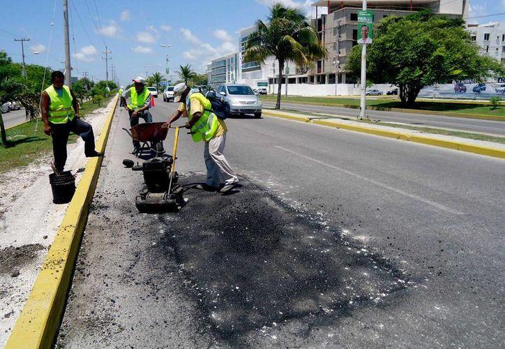 Las cuadrillas de trabajo atienden las principales de calles de la ciudad. (Cortesía/SIPSE)