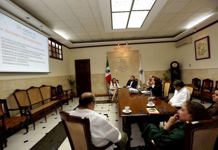 El Alcalde recibió a los representantes de la agrupación internacional en el Ayuntamiento de Mérida. (Milenio Novedades)