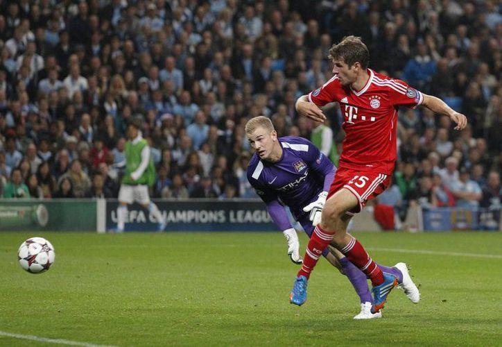 Muller anotó el segundo gol de los bávaros al minuto 56. (Agencias)