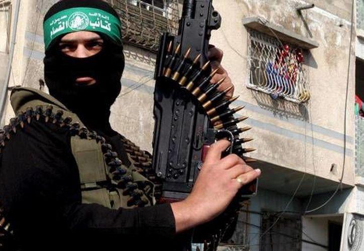 Estados Unidos ofrece hasta 5 millones de dólares por Abu Muhammad al-Shimali, integrante del Estado Islámico que es acusado de haber ayudado en 2014 a personas de Australia, Europa y Medio Oriente a viajar desde Turquía a Siria con el fin de integrarles en las filas del grupo terrorista. (Foto de contexto/ Archivo EFE)