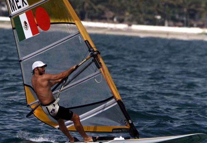 El velerista yucateco David Mier y Terán viajará a Brasil para participar en un campamento y así cerrar su año deportivo. En este 2015 Mier y Terán consiguió una medalla de plata en Toronto. (Archivo Mexsport)