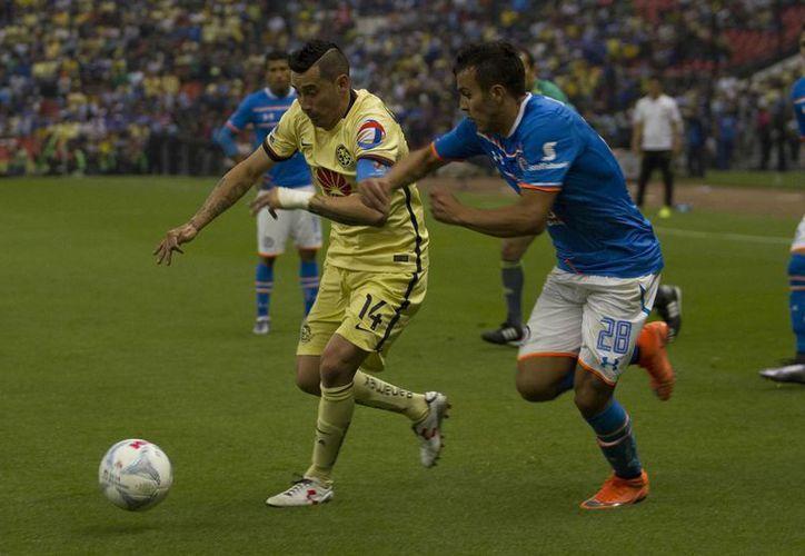 En nueva edición del 'clásico joven', la indisciplina se presentó de nuevo en Las Águilas del América que terminaron con nueve jugadores en el empate a 3 ante Cruz Azul. (Notimex)