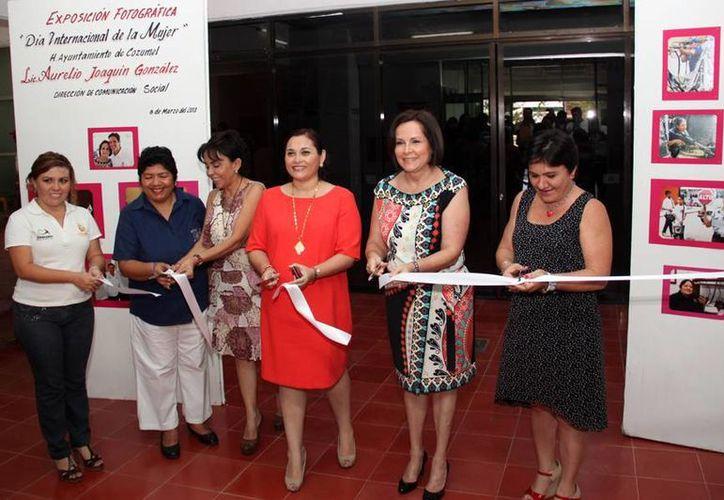 El corte de listón lo realizó la presidenta honoraria del DIF, Beatriz González de Joaquín. (Cortesía/SIPSE)