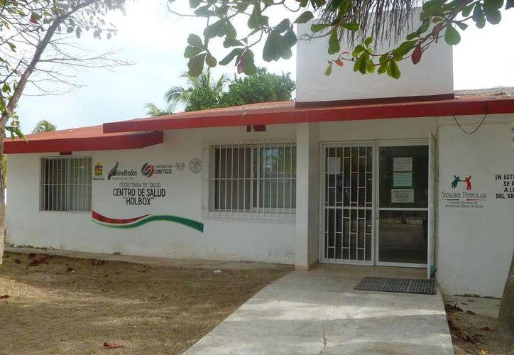 Las familias mencionan que se carece de medicamentos en el Centro de Salud. (Raúl Balam/SIPSE)