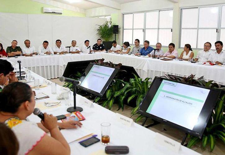 El Gobernador invitó a los alcaldes a trabajar de manera coordinada para ofrecer resultados a la sociedad de sus municipios. (Milenio Yucatán)
