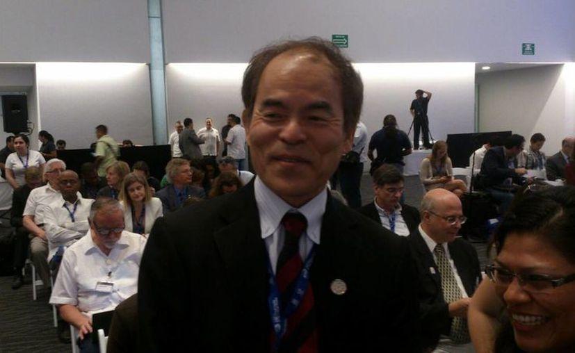 En el cierre del Año Internacional de la Luz, en Mérida, Shuji Nakamura, japonés ganador del Premio Nobel en Física en 2014 dijo que el desarrollo de un proyecto con luz led y ultravioleta ayudaría a combatir al mosco transmisor del dengue, chikungunya y zika.  (Fotos: José Acosta/SIPSE)