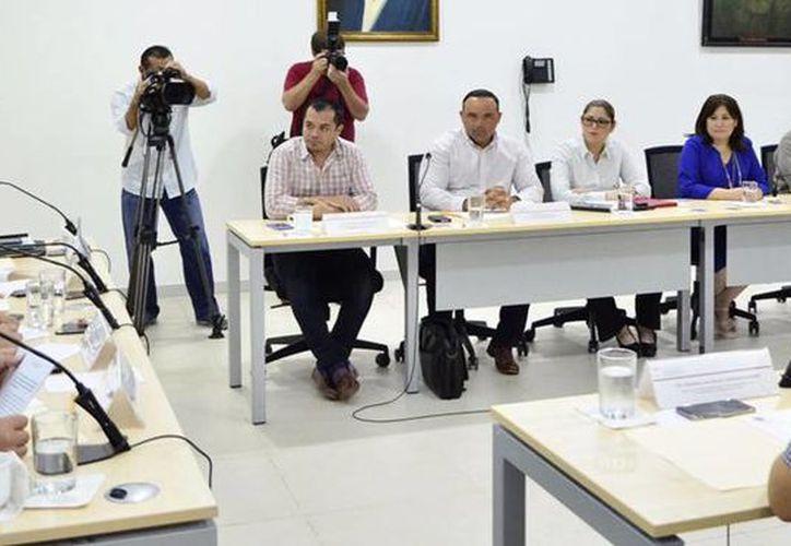 La Comisión de Salud aprobó la iniciativa rosa, una propuesta para extender a 4 meses el periodo incapacidad laboral por embarazo, a las trabajadoras del Gobierno. (Cortesía)
