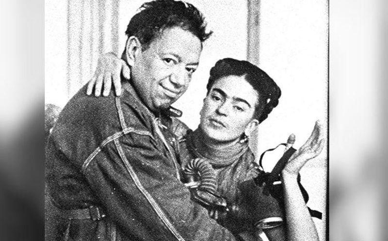 Salma Hayek recrea a Frida Kahlo en famosa pintura