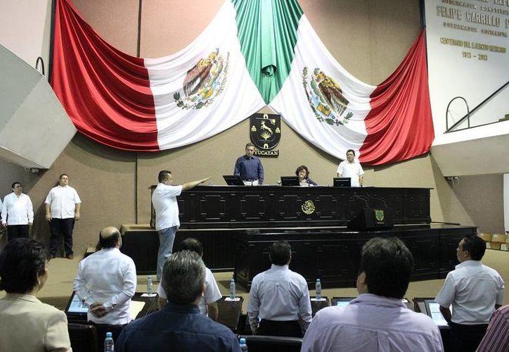 El Congreso tomó protesta a Wilberth Buenfil Berzunza como nuevo diputado, en sustitución de Francisco Torres Rivas. (SIPSE)