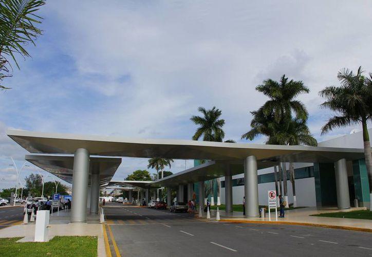 Al padre del muchacho se le aviso en el aeropuerto que se hijo no abordaría el avión. (Manuel Crescencio Rejón/SIPSE)