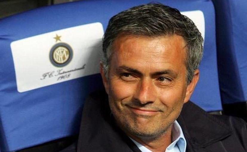 Mourinho es de los pocos entrenadores de la historia que ha ganado dos Champions League con dos equipos diferentes. (mediotiempo.com)