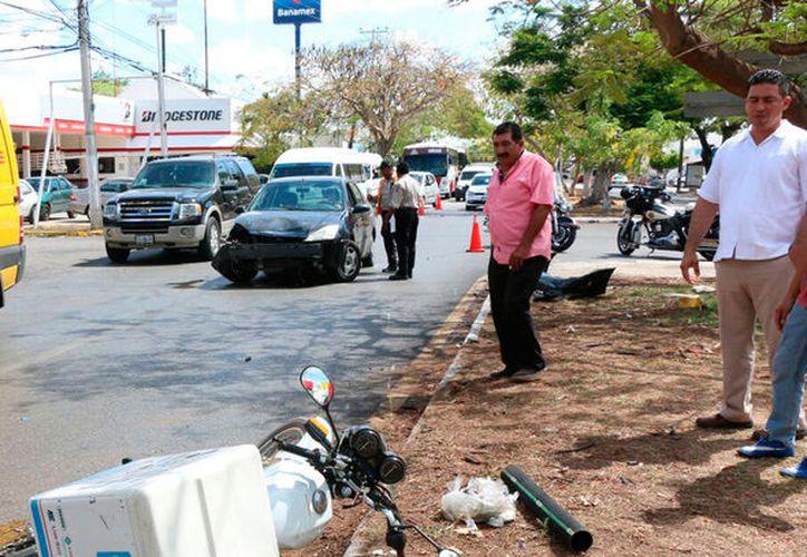 choque-en-avenida-itzaes-merida-(2)w